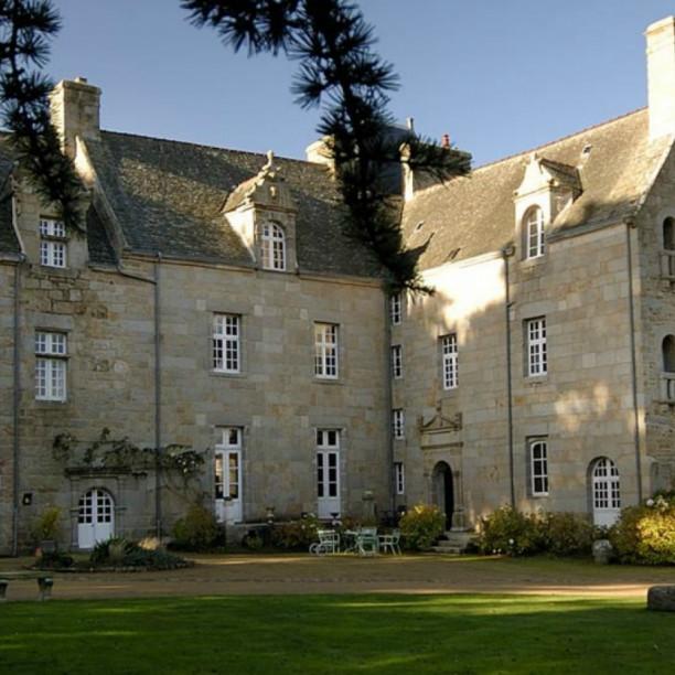 Château de KergouantonTrélevern - Chambres d'hôtes secrètes