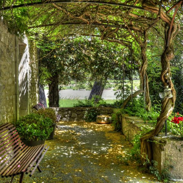 Le Prieuré La MadelèneMALAUCENE - Chambres d'hôtes secrètes